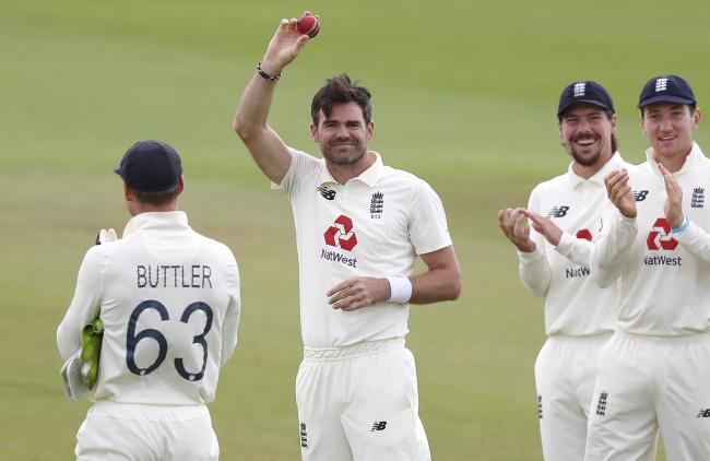 England's James Anderson celebrates the wicket of Pakistan's Azhar Ali, and his 600th wicket in total during day five of the third Test match at the Ageas Bowl, Southampton..