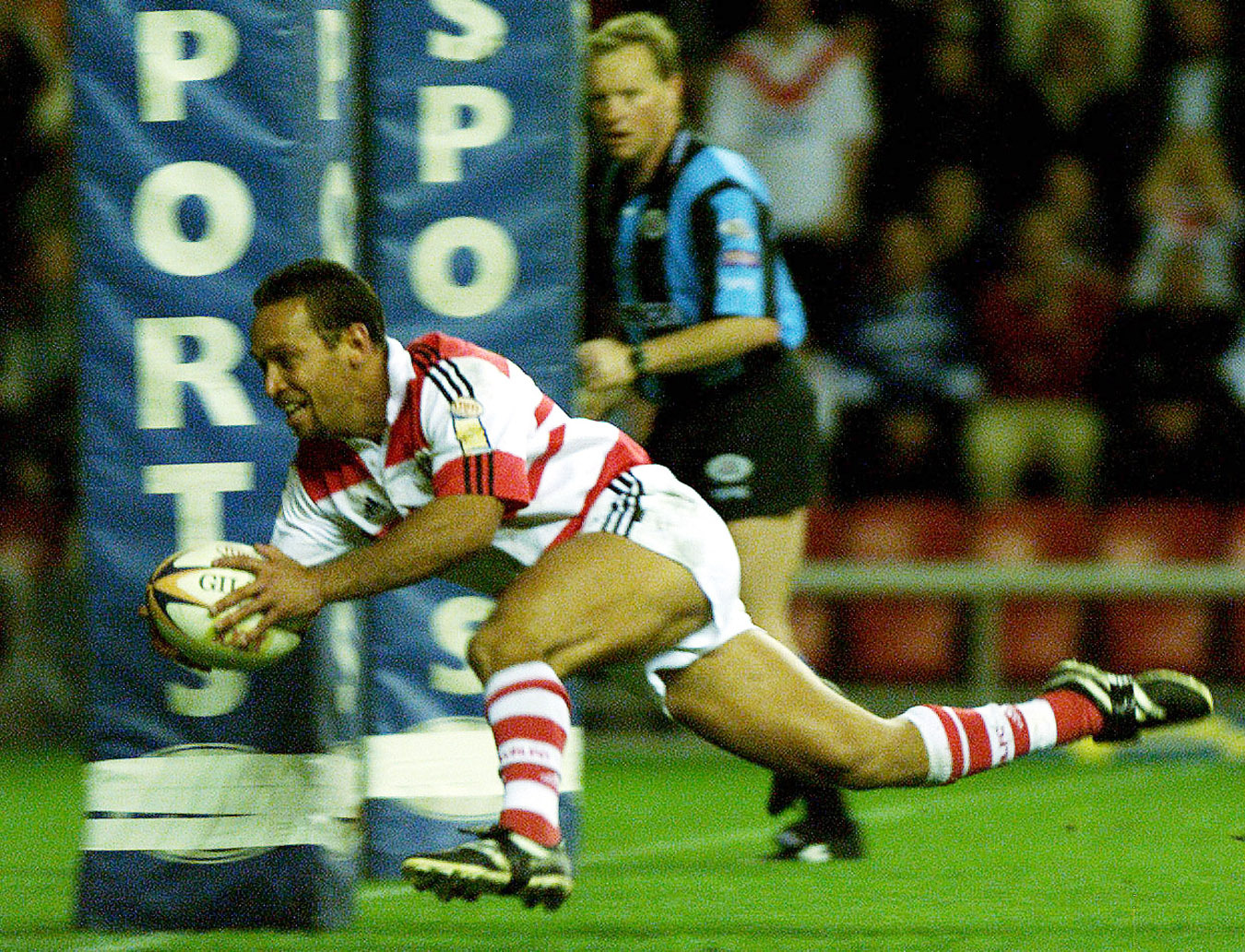 Wigan's Adrian Lam dives in for the first try of the second half, during the Tetley's Bitter Super League Final Eliminator game at the JJB Stadium, Wigan, Saturday 6th October 2001 . **EDI** PA Photo: Dave Kendall. Running on PA Wire and pasportsp