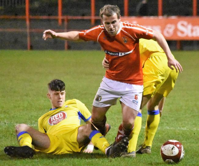 Man Of The Match Brad Hubbold battles through (Ben Challis)